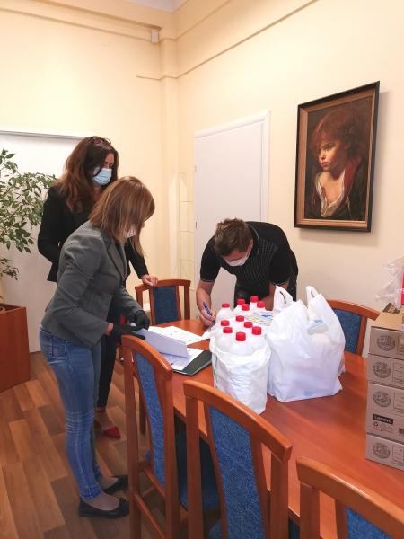 Powiatowe Centrum Pomocy Rodzinie w Wałbrzychu przekazało dzisiaj pierwsze 6 l